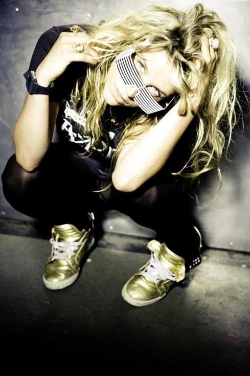 Aline Holland McClair Kesha-489x735