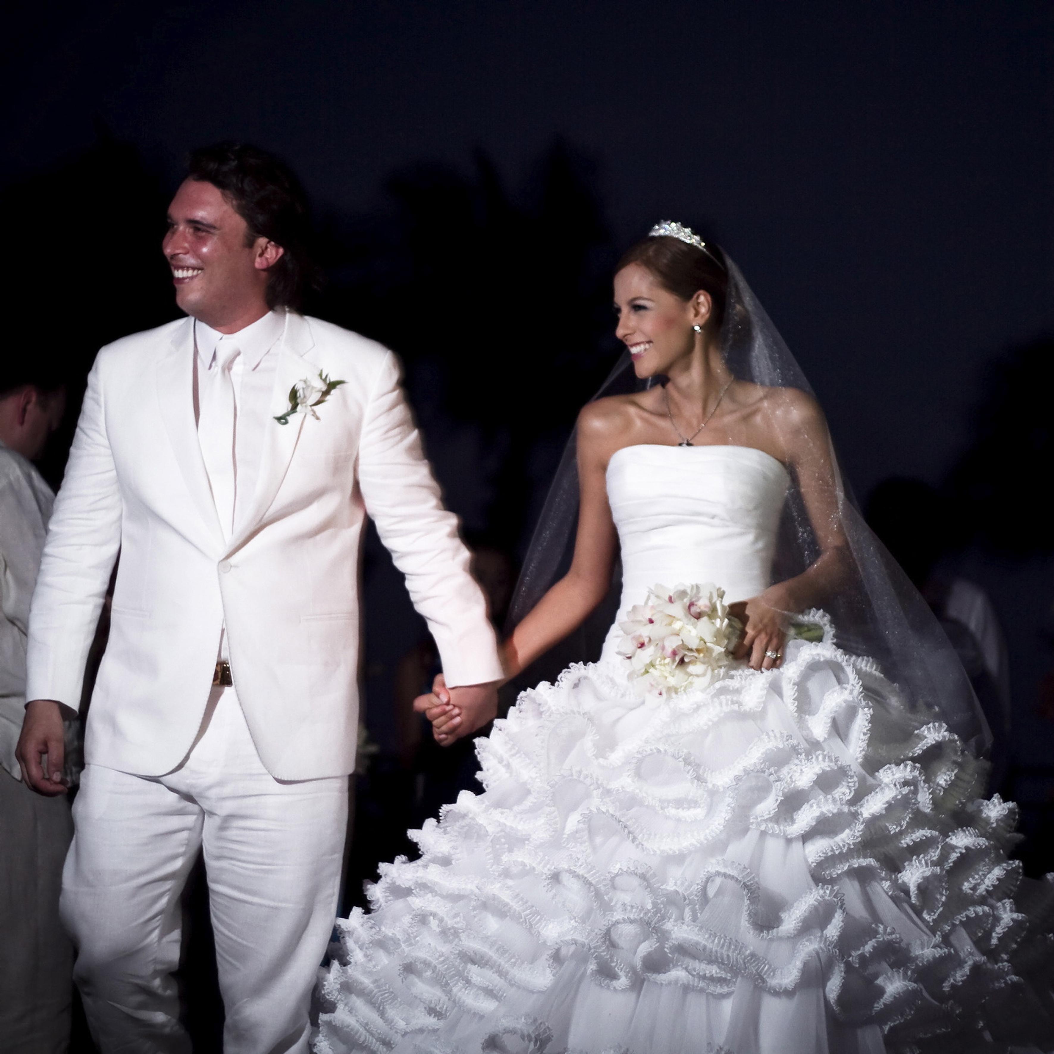 Laura Acuña dona su vestido de novia para la teletón, Carolina Cruz ...