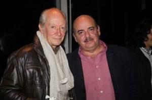 Junto al libretista Fernando Gaitán, la noche de estreno de 'Pobres Rico', novela de la que fue director.